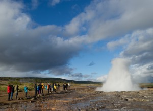Touristen am Geysir